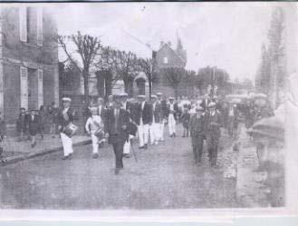 Les Bleuets  les Bleuets , lors de leur première sortie Avenue Jean Jaures ( 1929) * photos R Goute
