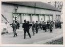 1962 céremonie devant la salle des fêtes